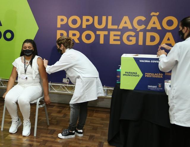 TCE e TCU fiscalizam vacinação contra a Covid-19 nos municípios paranaenses