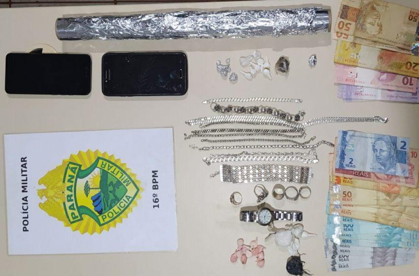 Veículos, drogas e dinheiro, foram apreendidos em ponto de venda de drogas em Manoel Ribas