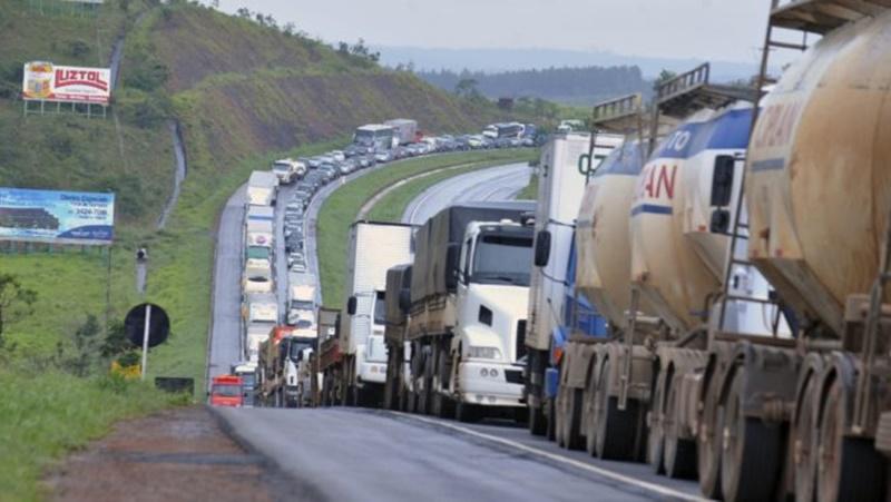 Caminhoneiros prometem greve maior que a de 2018 por alta no preço do diesel