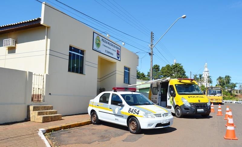 Veículo Renaut Scenic com débitos foi recolhido pela PM em Pitanga. O condutor sem CNH