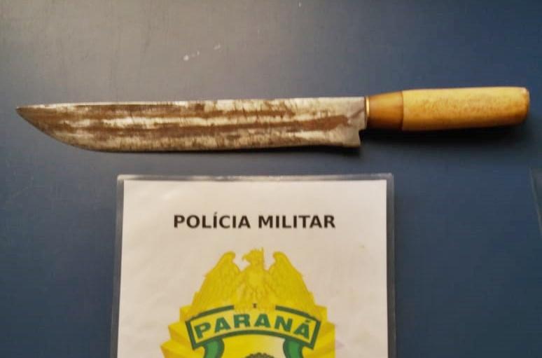 Preso em Palmital, homem que tentou dar uma facada em um cidadão na rua. Xingou e ameaçou os policiais de morte