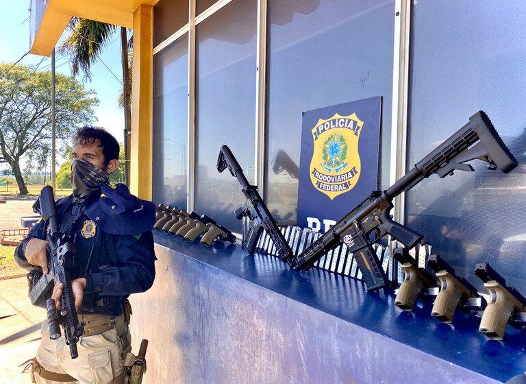 PRF apreende 31 pistolas e dois fuzis na região oeste do Paraná