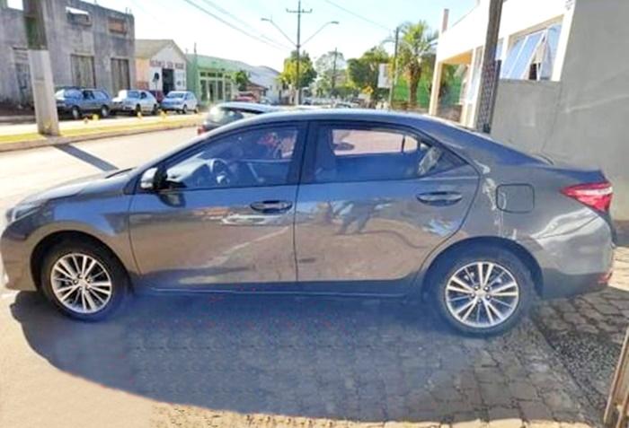 Veículo Toyota Corolla é furtado em Manoel Ribas. Arrombaram o escritório de uma loja pra pegar a chave
