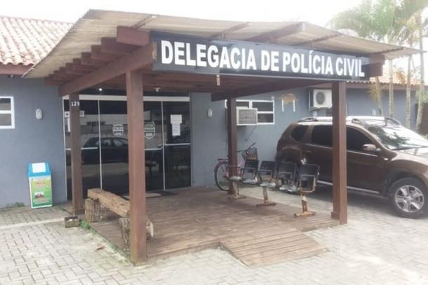 Presas em flagrante, 26 pessoas em área pública invadida em Pontal do Sul