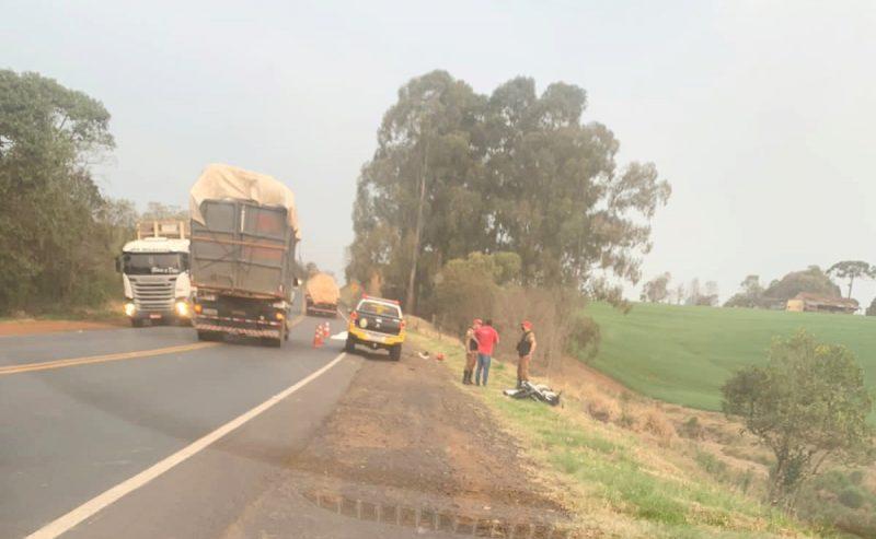 Grave acidente entre auto e moto na PRC-466 em Turvo