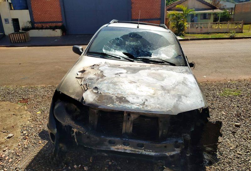 Casa de ex-vereador de Juranda sofre atentado. Um veículo foi destruído pelo fogo em um incêndio criminoso