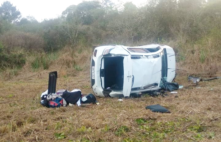 Duas pessoas morreram em um capotamento na PRC-466 próximo ao Trevo de Boa Ventura de São Roque