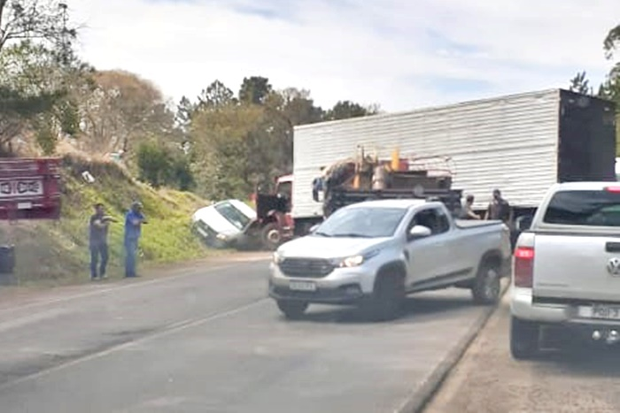 Colisão envolve três veículos na PRC-466 em Pitanga