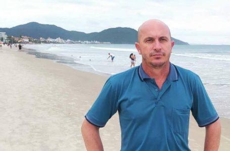 Diretor de Esportes de Manoel Ribas aproveita diárias e vai na praia em Florianópolis SC